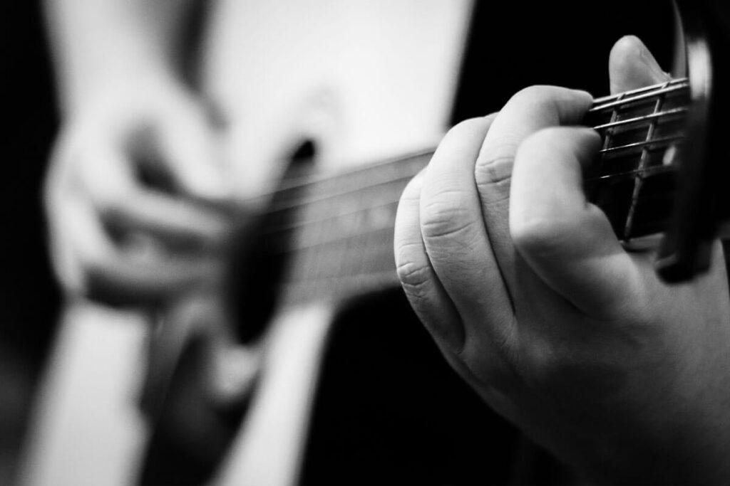 soñar con una guitarra