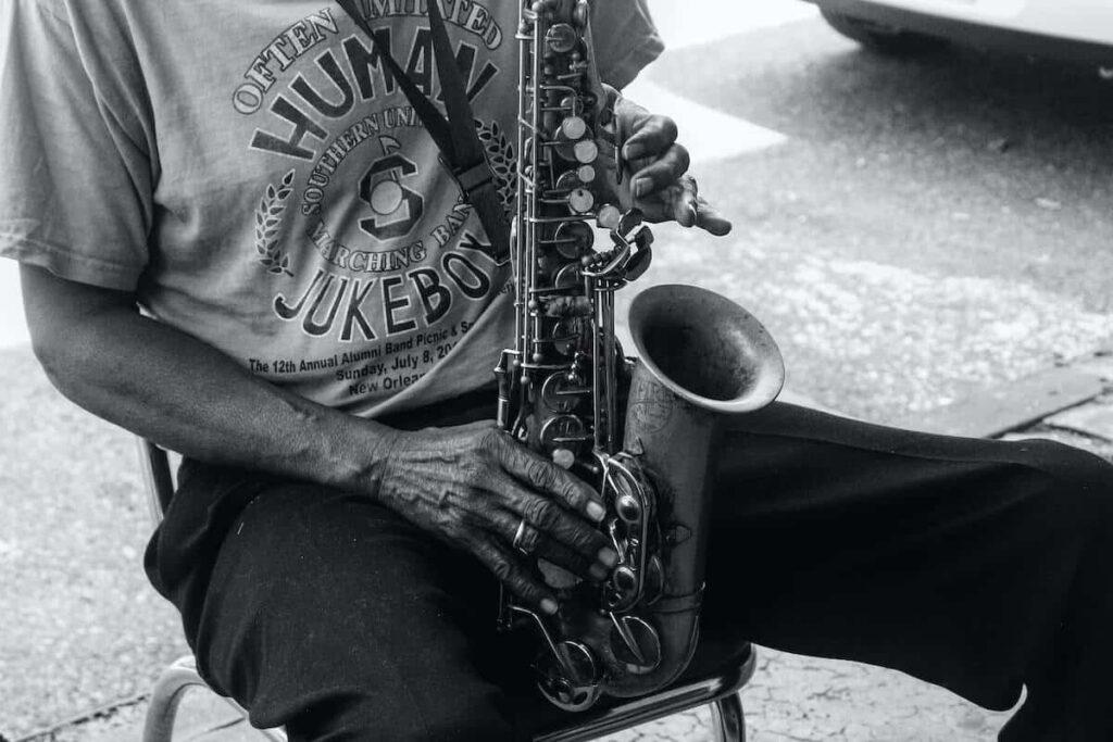 soñar con saxofón