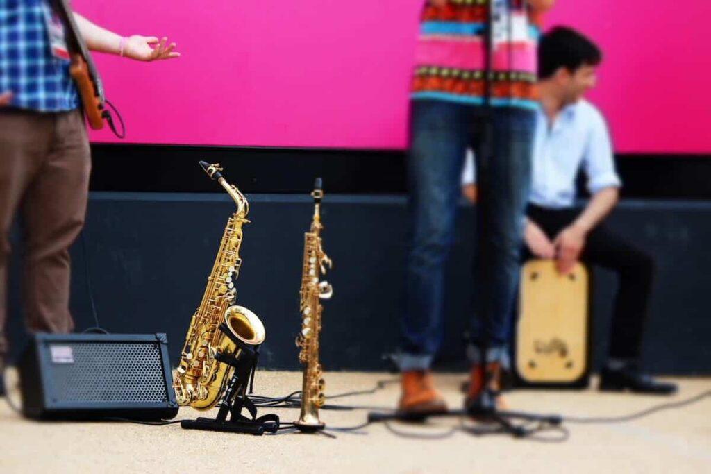 sonar con saxofon significado